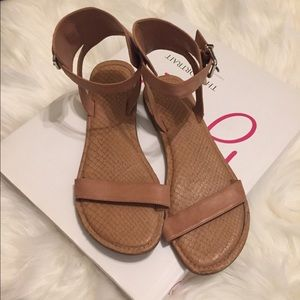 Gianni Bini Sandals   Size 8 1/2   Tan   GUC